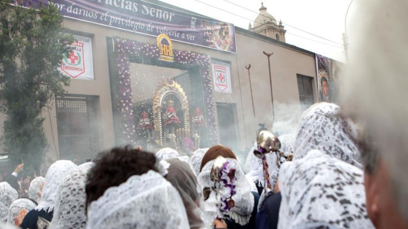 d0bf899a8f5b Se inició primer recorrido procesional del Señor de los Milagros